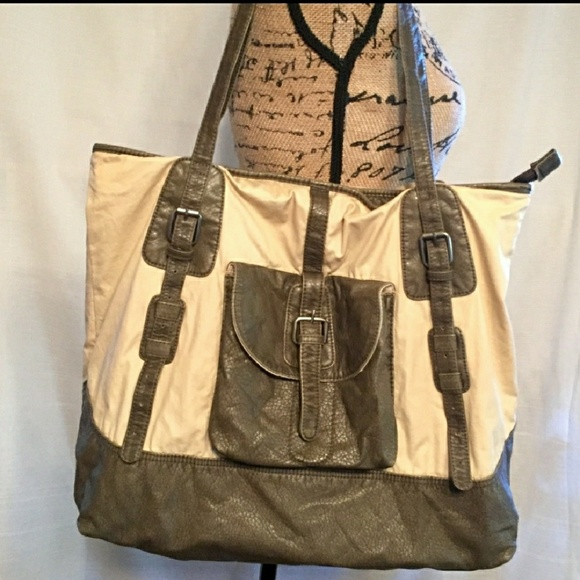 d76f42f1494f69 Handbags - Converse one star shoulder bag. Like new